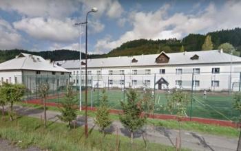 przechwyt_ szkoła z boiskiem